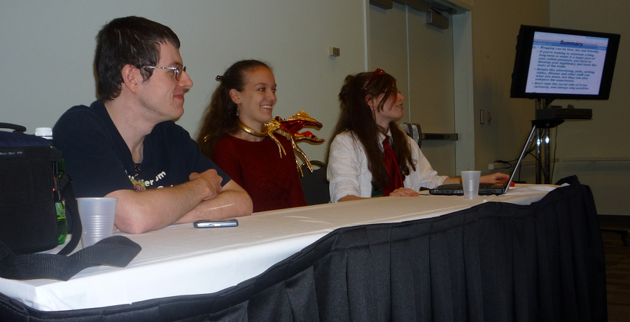 The folks from Borderline Hikikomori running their anime blogging panel at Ohayocon 2010